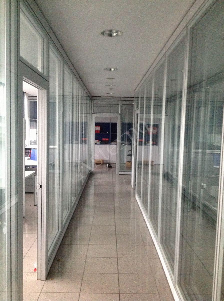 Pannelli divisori in vetro idee di design per la casa for Pannelli divisori per ufficio
